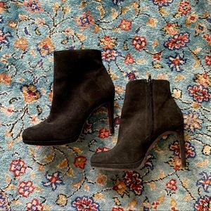 Stunning real suede ZARA heeled booties 🌚🖤